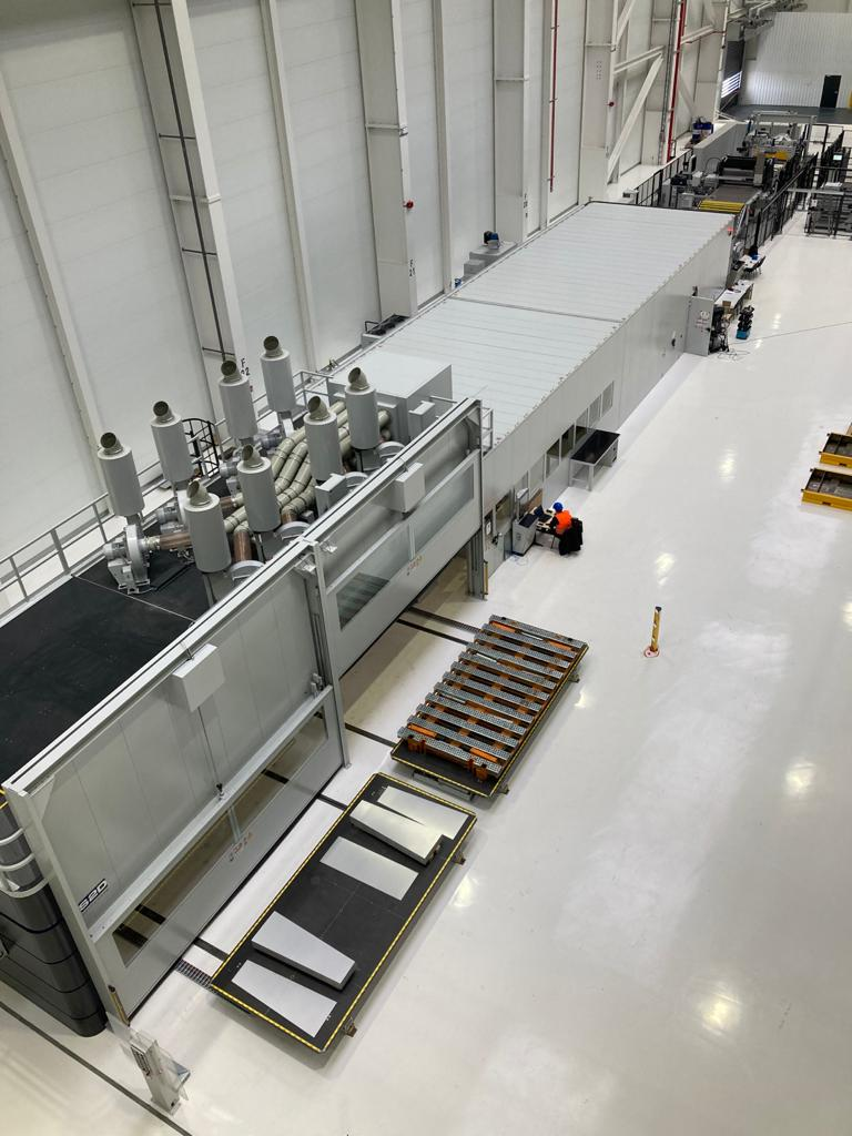 The Laser Blanking Line 2.18 does not require any blanking dies and produces blanks from the continuously moving strip. © Schuler