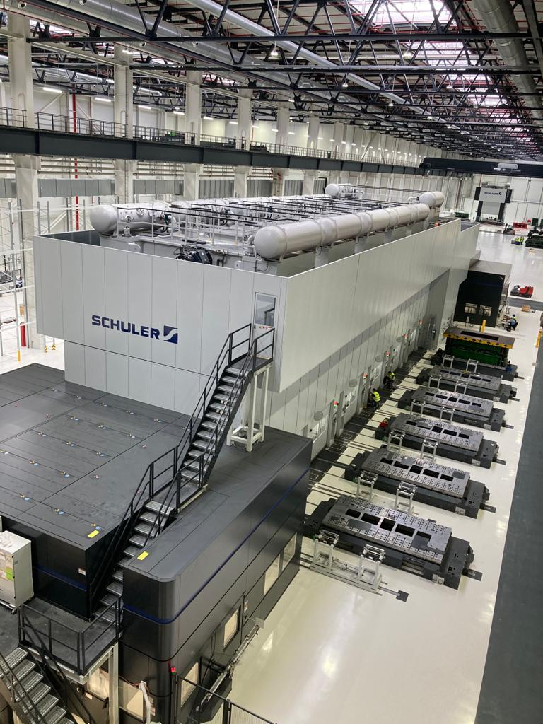: It supplies the blanks for the servo press line in the Smart Press Shop with an output of 20 strokes per minute. © Schuler
